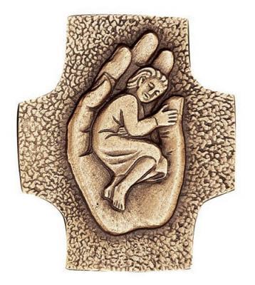 Kommunionkreuz - Kind in Hand